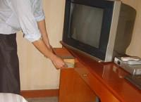 客房电视柜抽屉旁侧沿
